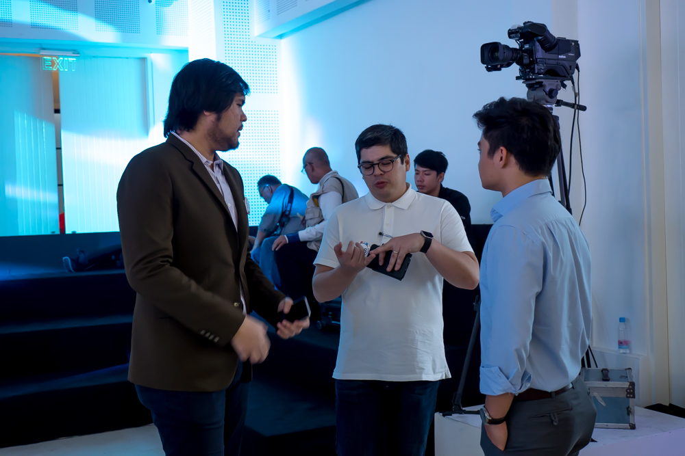 Opus Macchina having a chat with Audi Philippines Managing Director, Paolo Manzano