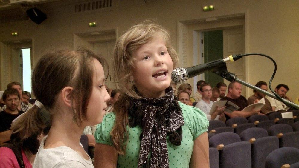 2A regilaul Mädchen singen.jpg