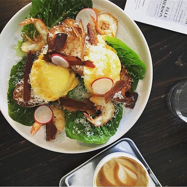 Uncommon Benedict with king prawns 🍤🤗. 📷 @mrsarutjunow  #breakfast #breakfastofchampions  #kingprawns