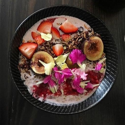 Tonka been porridge. Raw buckwheat, native fruit compote, burnt apple purée with cocoa granola. 🤗 . 📷 @eatalltheplants