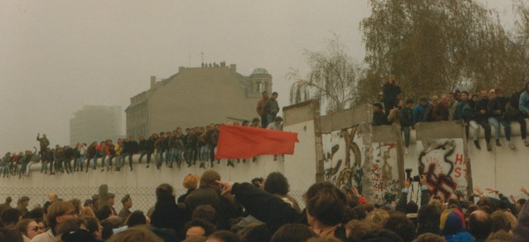 Made during the Fall of the Berlin wall in 1989, where i was present with my two good friends Remco and vincent.