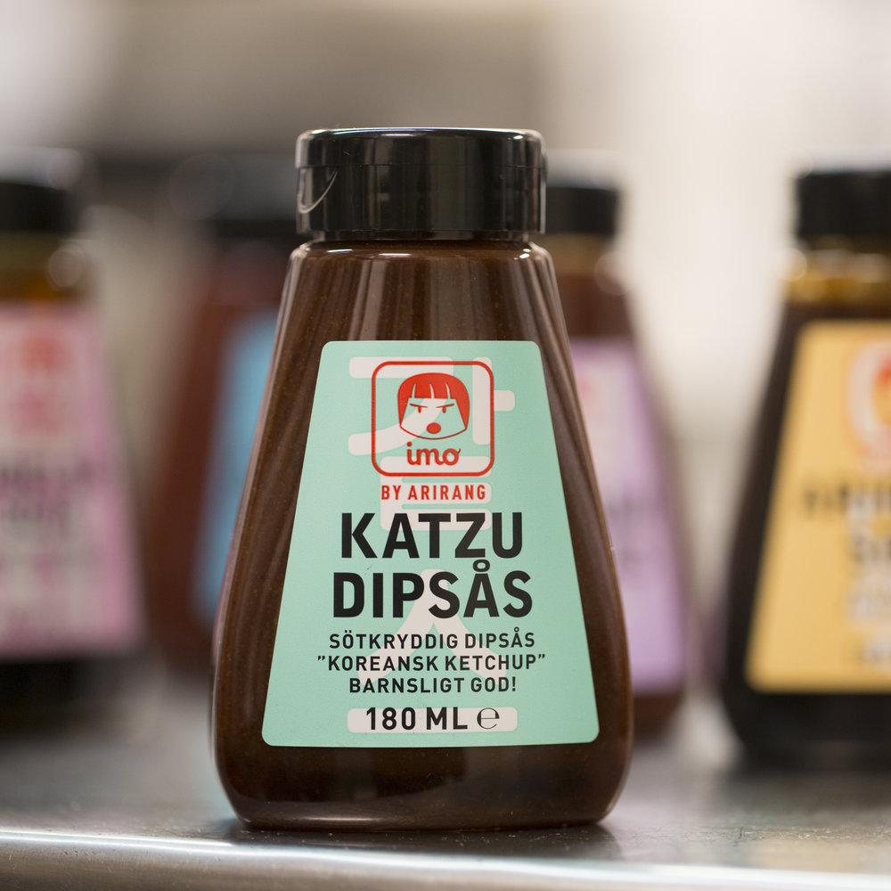 """Katzu Dipsås är en sötkryddig sås med en komplex smak som innehåller både kanel och äpple. """"Barnsligt god"""", menar systrarna Lim."""
