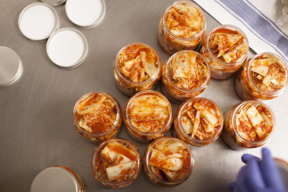 Sveriges godaste kimchi görs för hand i liten skala på restaurang Arirang i Stockholm. Säljs på restaurangen och en handfull butiker i Stockholmsområdet.