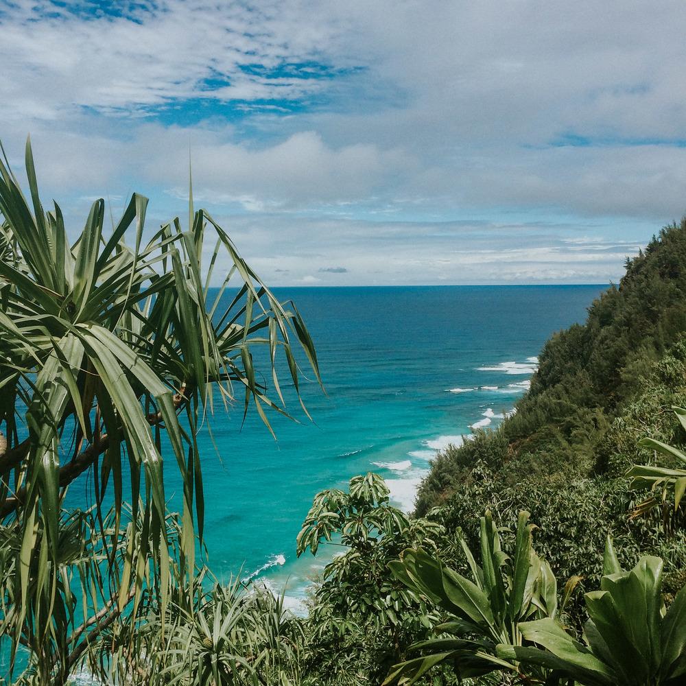 Sara hikes the Kalalau //The Nā Pali Coast; Kauai, HI