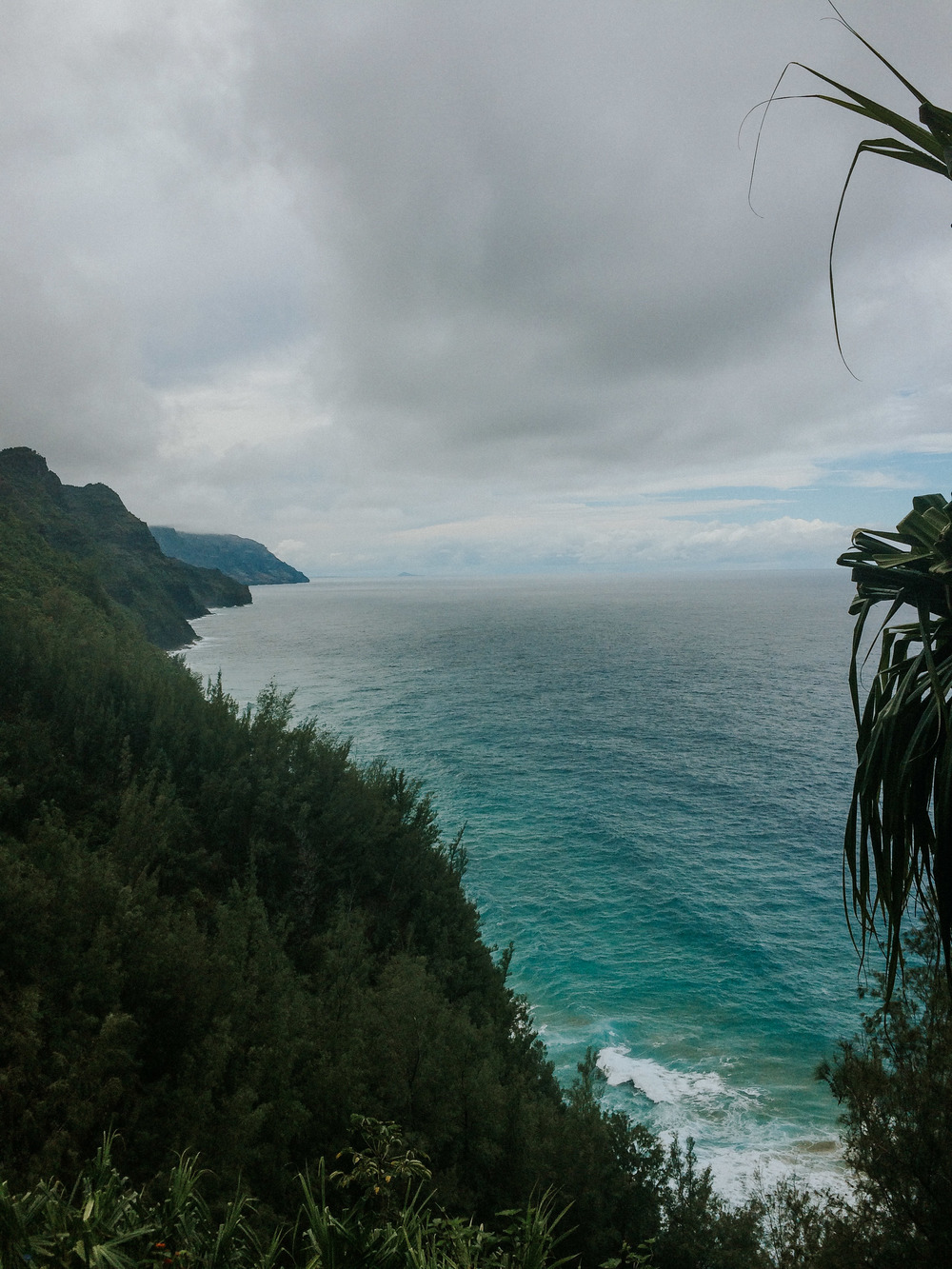 The NĀ Pali coast from the kalalau trail // kauai, hi