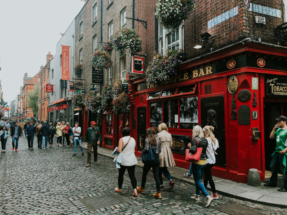 Pub Crawl through Temple Bar // Dublin, Ireland