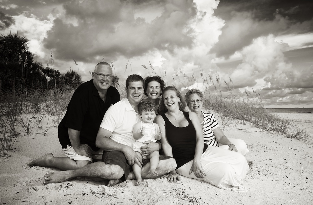 family-beach-tall-grass-florida-portrait-black-white.jpg
