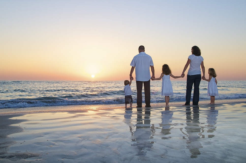 family-watches-sunset-florida-beach-portrait.jpg