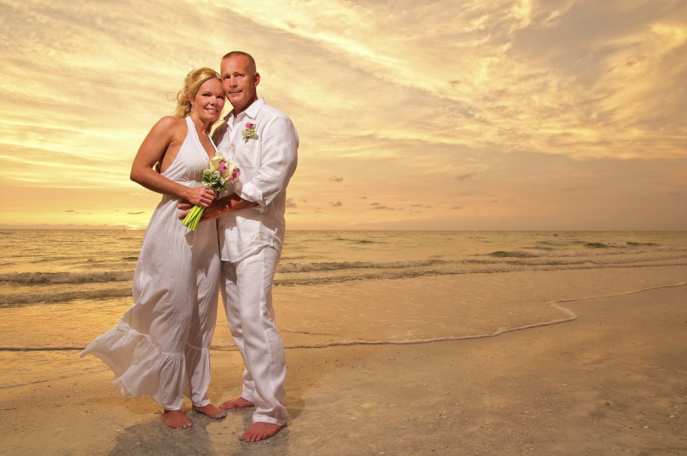 golden-light-florida-beach-wedding-sunset-portrait.jpg