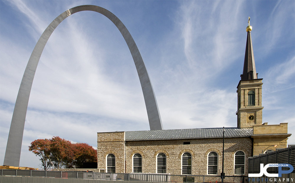 Walking toward the Gateway Arch you pass this church - Nikon D90 with Tamron 17-50mm at f/11 1/200th ISO 200