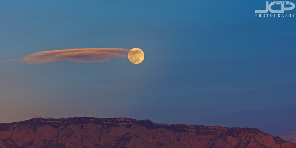 The Super Blue Blood Moon over the Sandia Mountains 2018 in Albuquerque, New Mexico - Nikon D7200 with Nikkor 80-200mm f/2.8D