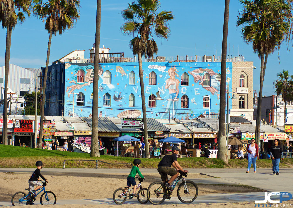 Perhaps themural of Venice Beach? Would it be your choice? - Nikon D7200 with Nikkor 80-200mm lens