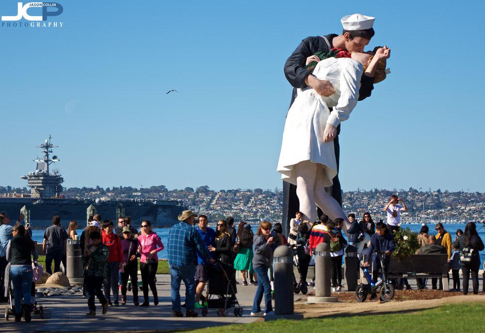 sailor kissing woman statue tourist attraction San Diego