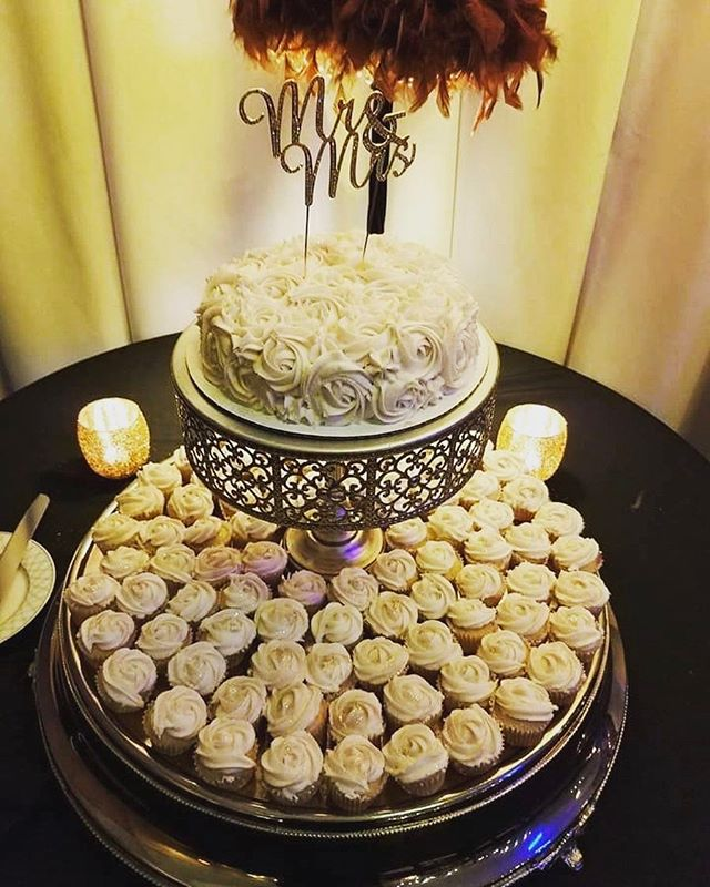 Let them eat cake! ❤🎂🍾💍🍾❤#sandiegoevents #sunsettemplesd #northpark #sandiegoweddings #adventuresofdanber