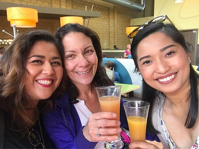 Sunset Temple girls, having lunch with our friends @snoozeameatery Have a great week everyone!  #northpark #sunsettemplesd #sandiegoevents #lifeofaneventplanner #motivationmonday