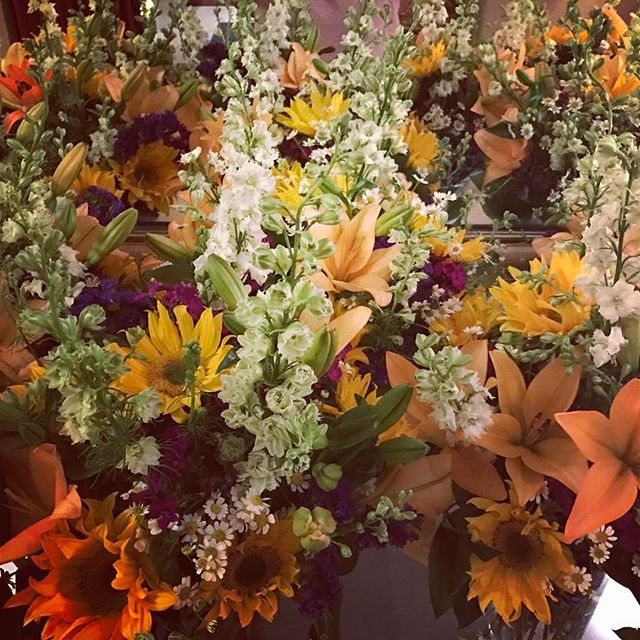 Simply beautiful! ❤️🌼🌻🌻🌺🌸🌷🌹💐🥀🌹🌷🌸🌺🌼 #sunsettemplesd #sandiegoevents #sdweddings #flowers #weloveourjob❤️
