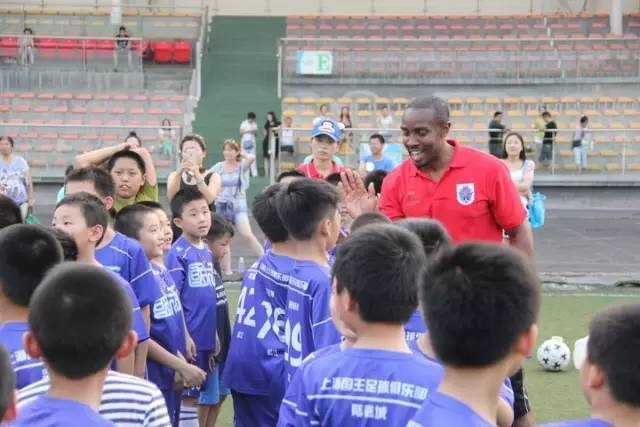 In less than 5 years of operation Techne Global Sports is now delivering football coaching sessions here in the UK but also now in China as part of a 10 year partnership deal with the Steeler Sports Group in China.  Pictured above is Techne Global Sports Director Omari Williams greeting players on arrival before a session in 2015.