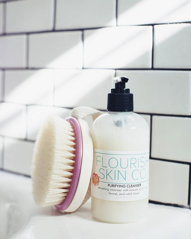 #selfcaresunday The perfect way to end the week! Our Purifying Cleanser is refreshing, toning, clarifying, and leaves the skin clean and soft. 🌿 📷: @thehighpines