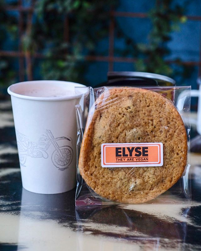 Come get in the holiday spirit with a vegan pumpkin chocolate chip cookie and one of our new holiday specials: the Dirty Earl - an earl grey tea steeped in hot chocolate! It's insanely delicious! Open 7-4 today