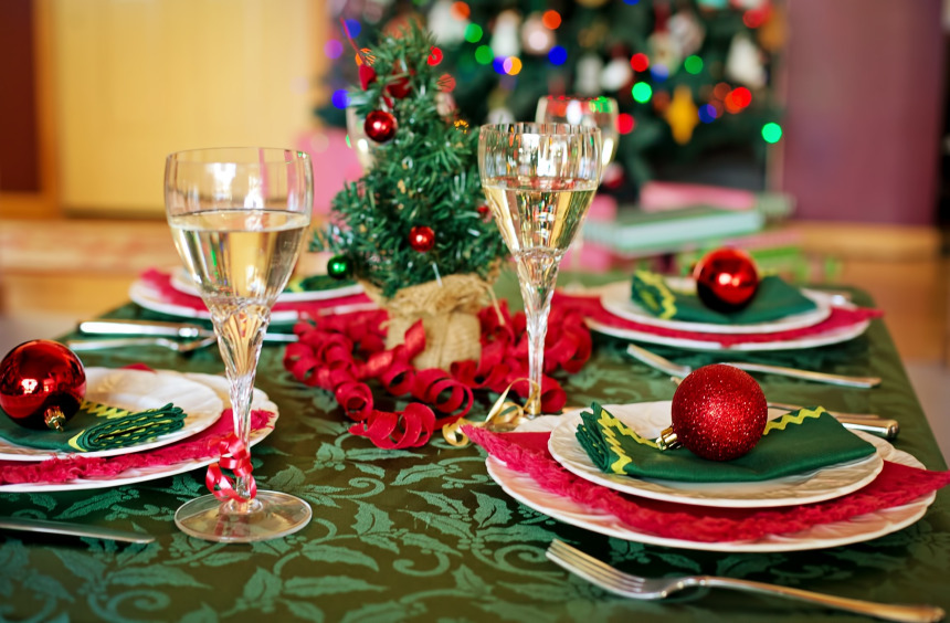 christmas-table-1909797_1920.jpg