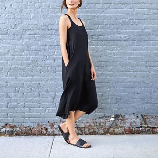 We love this casual black dress by @eileenfisherny. As one of the pioneering brands in sustainable fashion, EILEEN FISHER aims to make conscious choices every step of the way. Find out more about them on our blog: https://www.moyo.world/blog/eileenfisher #repost #eileenfisher #moyoworld