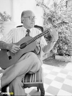"""La guitarra, la fiel compañera de mis canciones""."