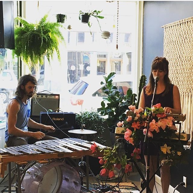 ✨Thanks to the beautiful folks at @howlmercantile for such a wonderful evening and thanks to everyone who came to the show!✨ 📷: @howlmercantile
