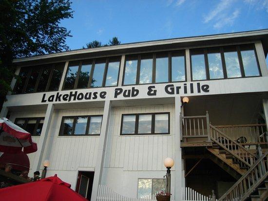 lakehouse-pub-grille-1.jpg