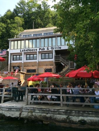 lakehouse-pub-grille.jpg