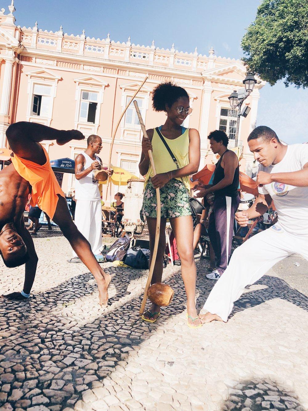 Live capoeira jogo (game) in the Terreiro de Jesus in Pelo.