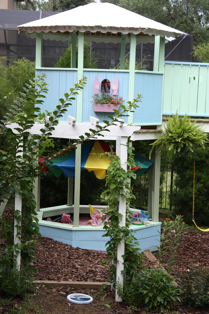 Playset Gazebo Close up.jpg