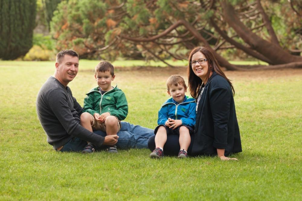 Family photo shoot in Dublin park
