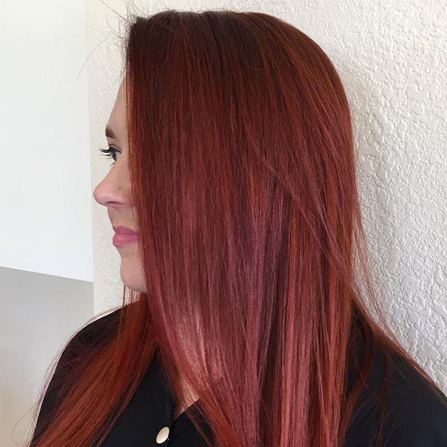 Red hot 💥 #citizenbabe! Hair by the magical @hairbythecarissa . . . . #goodhairforthepeople #redheadsrock #wella #citizenhair #evo #fabpro #fabuloso #welovethemredheads #getsome
