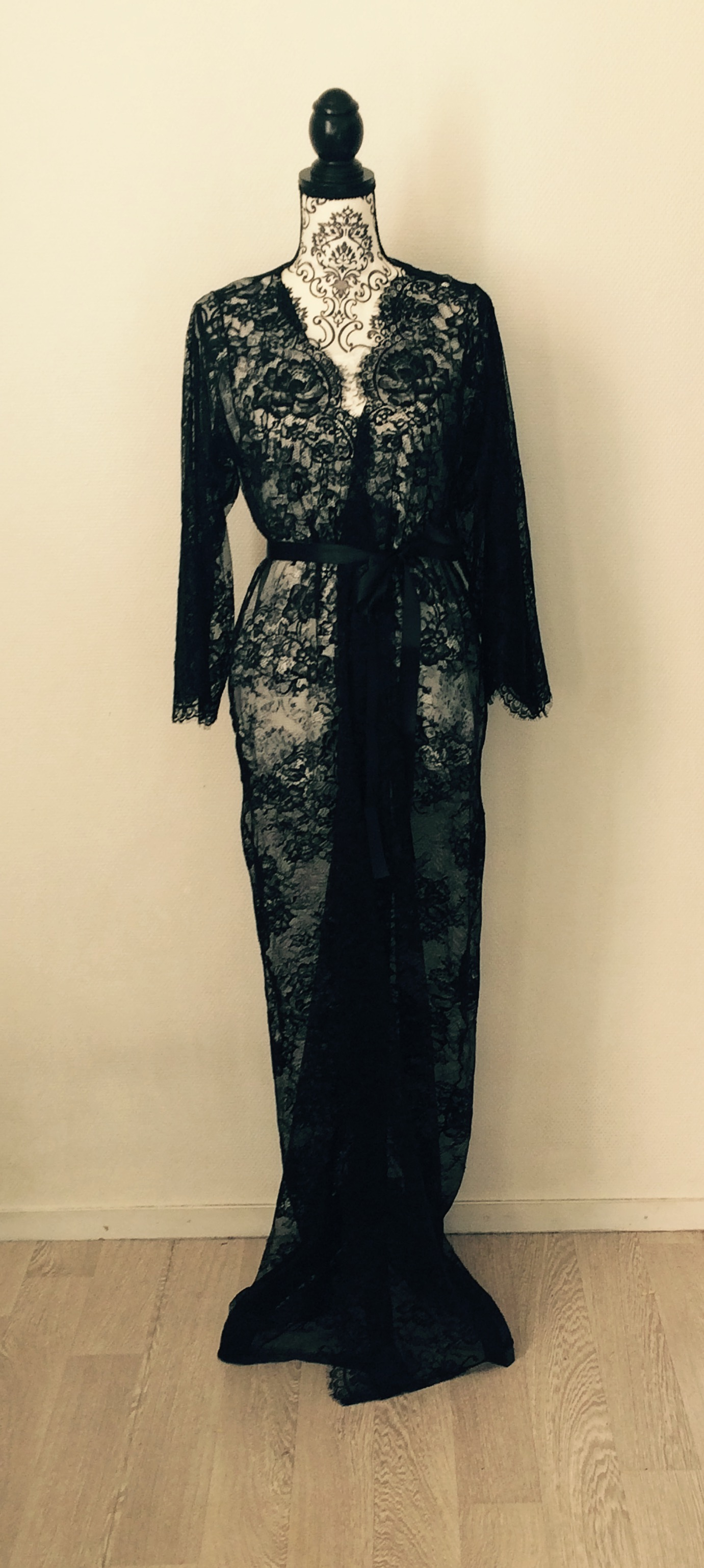 008bef4c9 Eva lace robe - long lace robe - black chantilly lace — Mes Petites ...