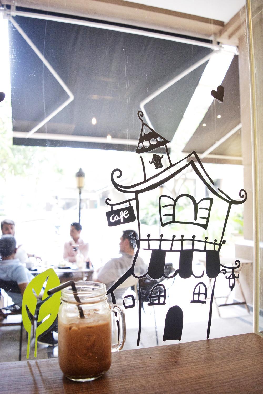 Iced Mocha with Black & White Cafe