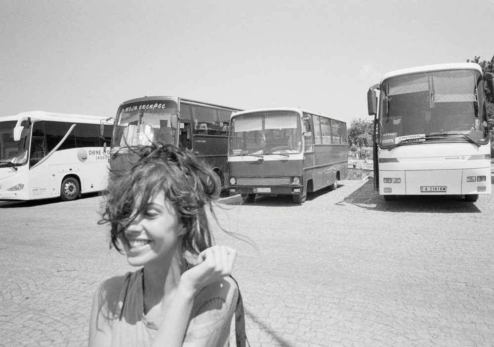 Magnus_Reed_Belgrade_girl_busses.jpg