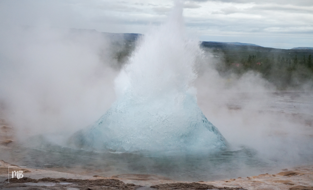 Stokkur geysir erupting once every 6-8 minute. Amazing!