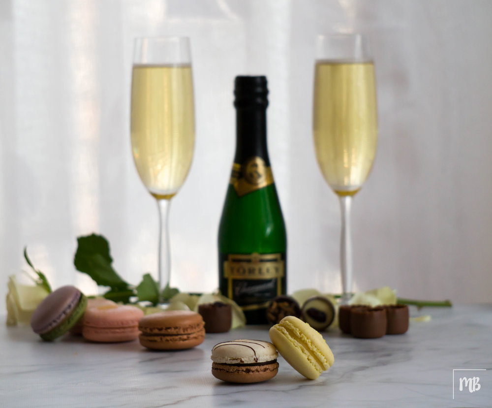 Macaron &Champagne is a very nice combo for a Bruce Willis evening :)