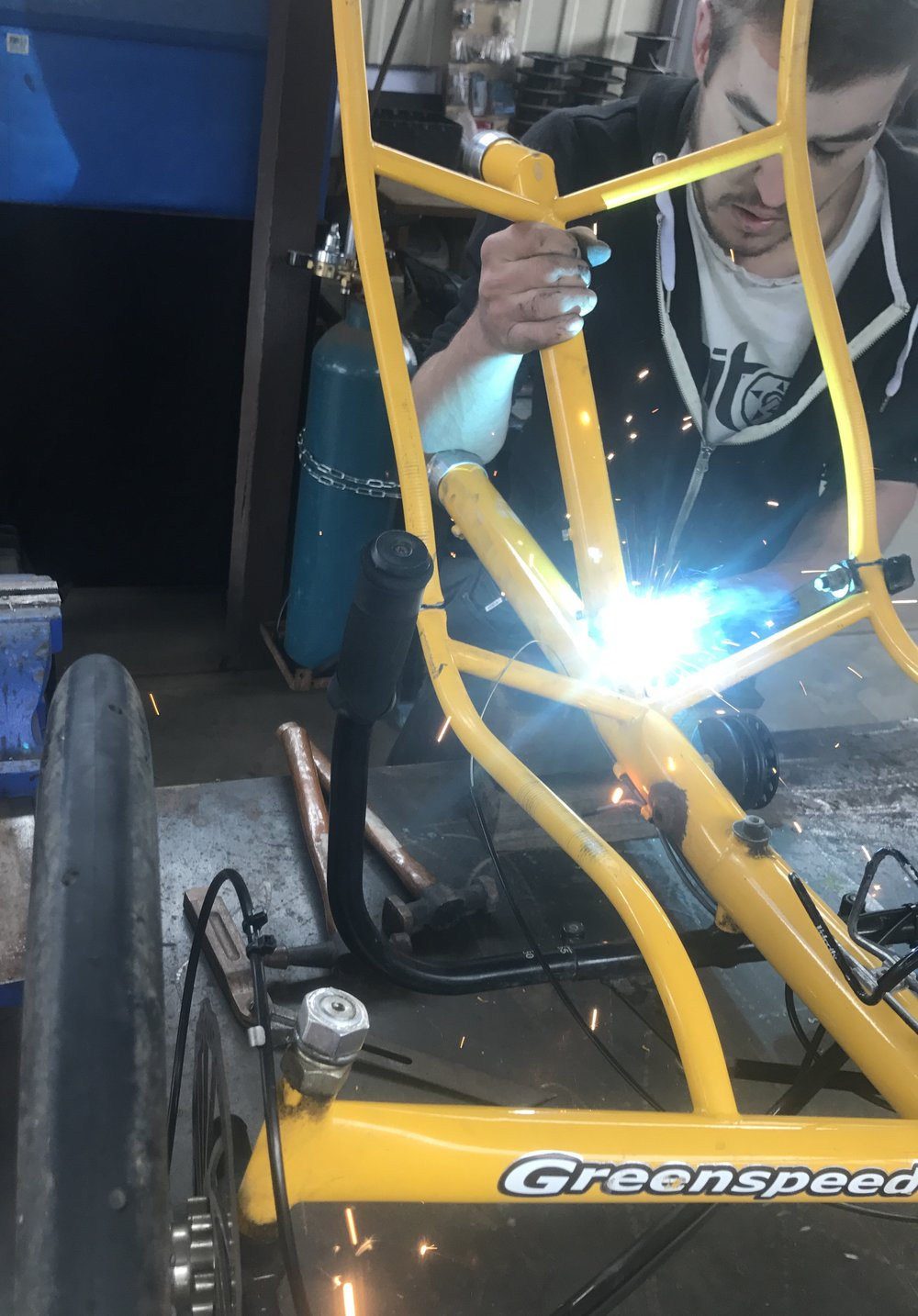 Our saviour Torsten welding the tandem.