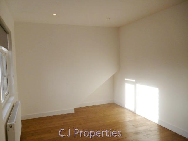 Clifton Gardens Golders Green NW11 Studio 03.jpg