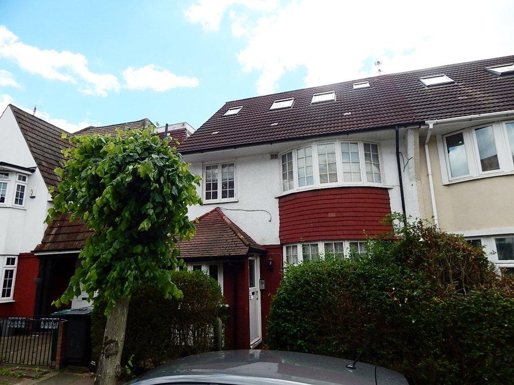 Clifton Gardens Golders Green NW11 Studio 05.jpg