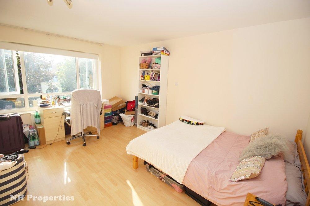 Grahame Lodge Hendon bedroom 05jpg.jpg