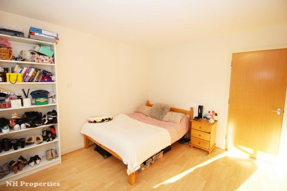 Grahame Lodge Hendon bedroom1a 07jpg.jpg