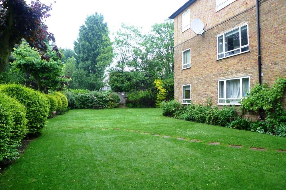 Grahame Lodge Hendon garden 09.jpg