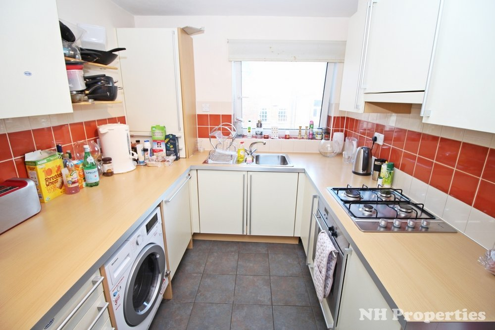 Grahame Lodge Hendon kitchen04.jpg