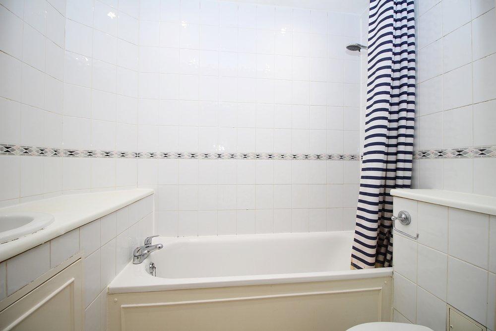 bathroom 07.jpg