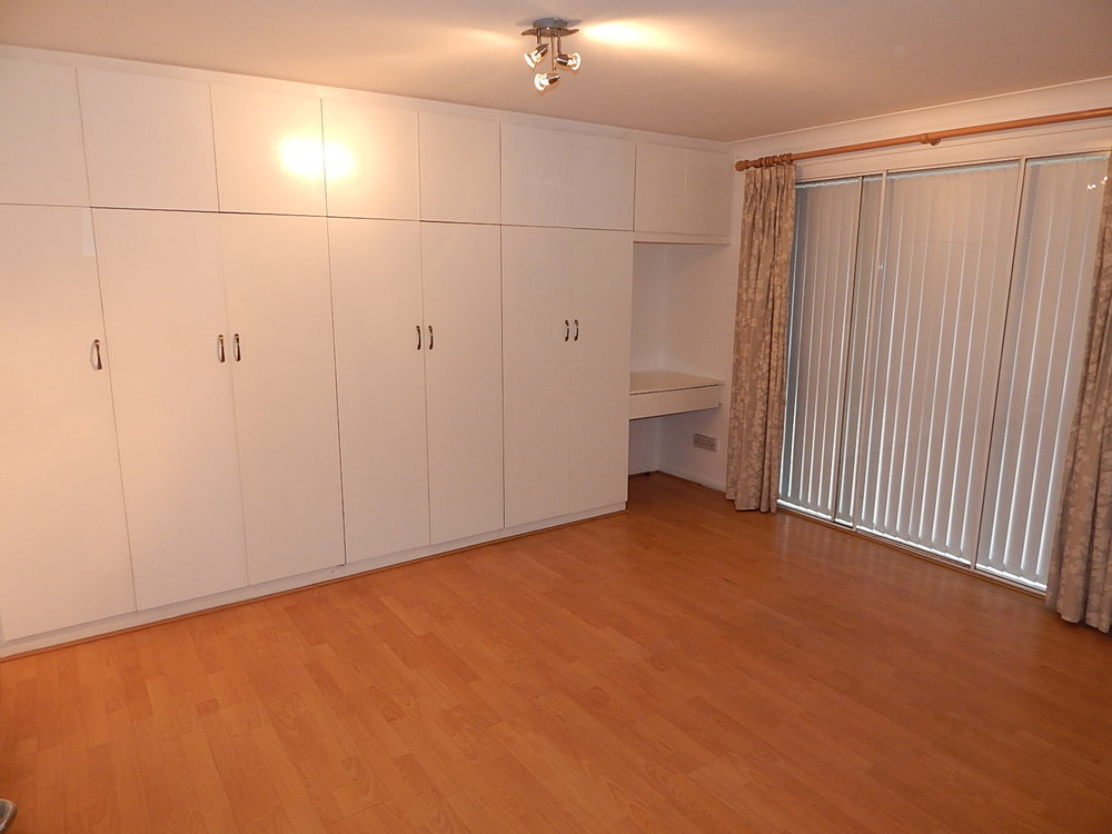 1st bedroom 5.jpg