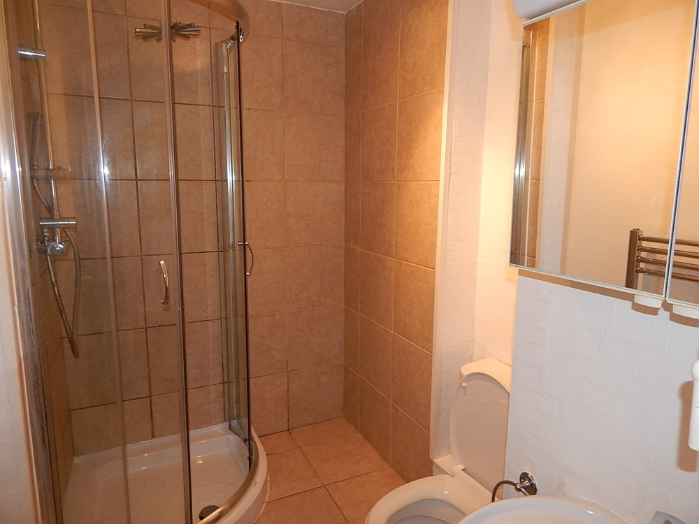 shower room 8.jpg