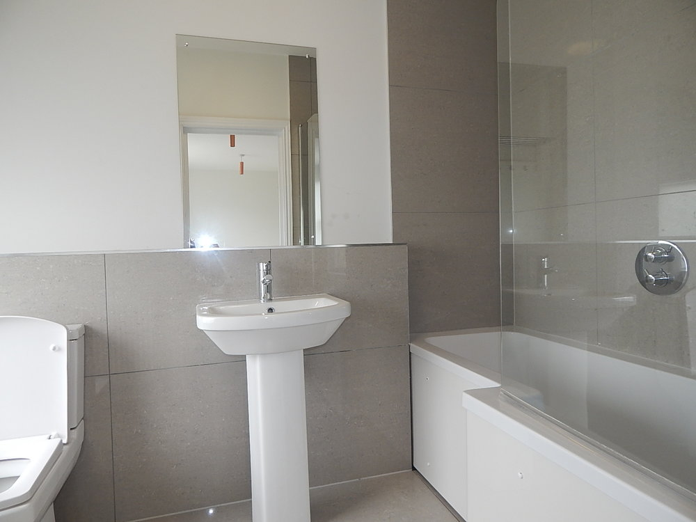 7 en suite bathroom.jpg