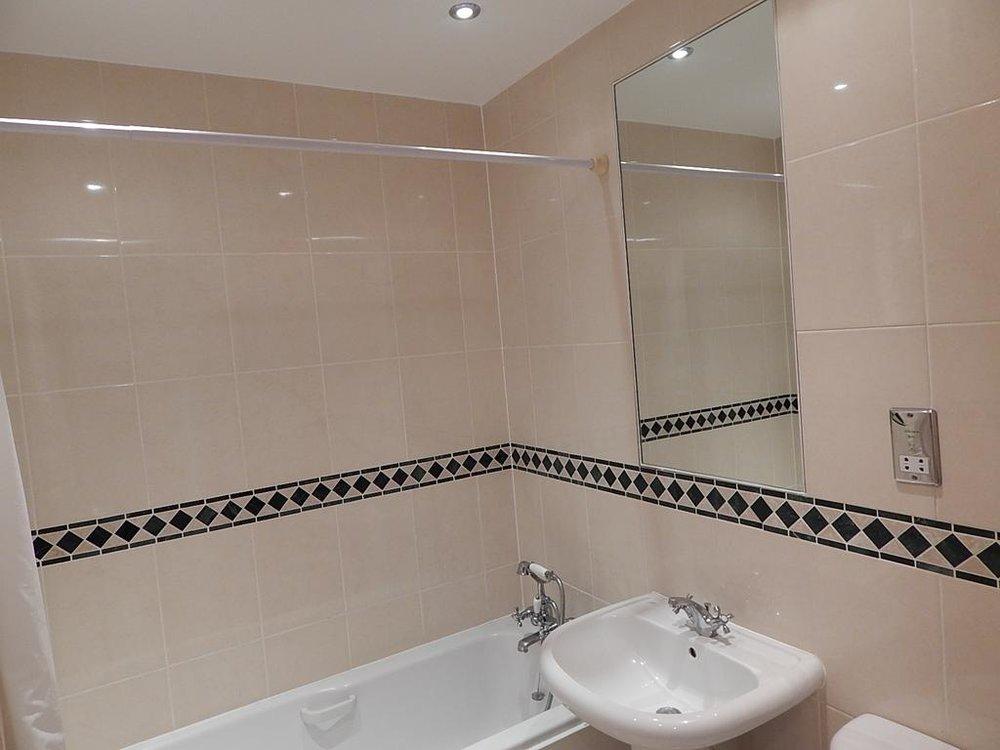 9 main bathroom new.jpg